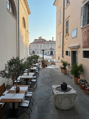 Baladez vous dans les ruelles de Piran et appréciez la place Tartini