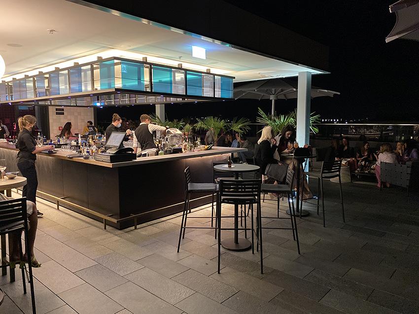 Bar rooftop de l hotel andaz à Munich en Allemagne