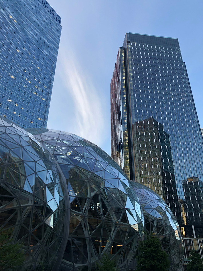 Les buildings et The spheres, dans le campus d'Amazon à Seattle