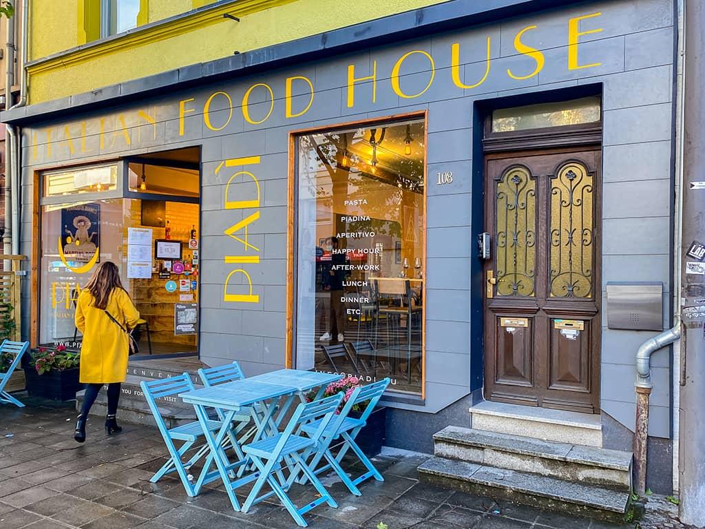 la façade du restaurant, Piadi, dans le quartier de Bonnevoie à Luxembourg.